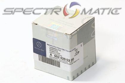 OE 002 420 52 20 - brake pad set MERCEDES C-CLASS (W203 S203) CL203 CLK (C208 C209 A209) E-CLASS (W210 S210) SLK R171 0024205220